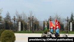 Президент Сооронбай Жээнбековдун Түркиядагы расмий сапарынан тартылган сүрөт. President.kg сайтынан алынды.