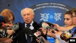 Посредникот на ОН во спорот за името Метју Нимиц за време на посетата на Скопје.