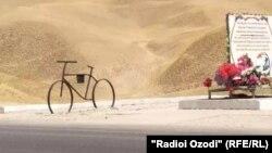 На месте теракта установлен памятник-велосипед