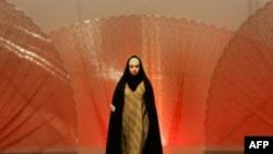 بسياری از طراحان ايرانی برای خلق آثار خود از لباس های قوميت های مختلف کشور الهام گرفتند.