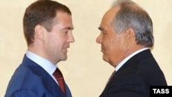 """Два слова Минтимера Шаймиева - """"надо избираться"""" - вызвали шквал предположений о противостоянии региональных элит федеральному центру"""