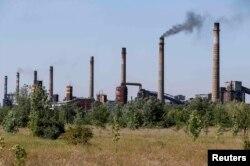 Коксохимический завод в Авдеевке под Донецком несколько раз переходил в ходе боев из рук в руки