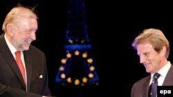 Francë - Ministri i Jashtëm slloven, Dimitrij Rupel, zyrtarisht i kalon presidencën e radhës së BE-së homologut francez, Bernard Kouchner, 30 qershor 2008.