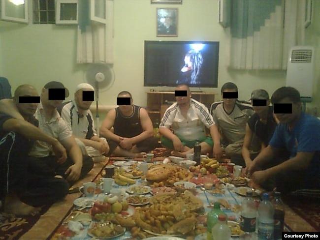 Кыргызстандагы түрмөлөрдүн биринде тартылган сүрөт. Автору белгисиз.