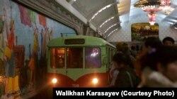 В пхеньянском метро. 15 января 2016 года.