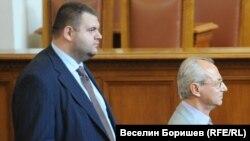Депутатът от ДПС Делян Пеевски и почетният председател на партията Ахмед Доган твърдят, че не са били изнудвани