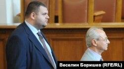 Делян Пеевски и Ахмед Доган при една от последните им появи в парламента заедно