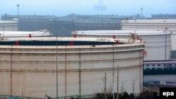 Один из главных нефтяных портов Китая - Циндао, провинция Шаньдун