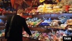 Более четверти общей инфляции в России в 2014 году вызвано девальвацией рубля