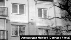 Фіранкі на акне Аляксандра Маісеева.Чорна-белае фота з матэрыялаў справы