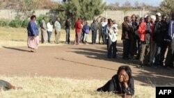 Черга на одній із виборчих дільниць Кенії