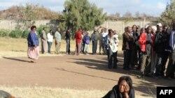 Пригород Найроби. Очередь на избирательный участок.
