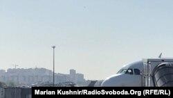 Військовий літак у київському аеропорту «Жуляни», 30 серпня 2019 року