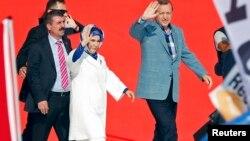 رجب طیب اردوغان بهمراه همسرش