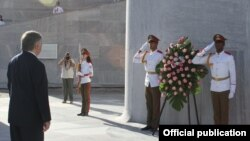 Cuba - Armenian Foreign Minister Edward Nalbandian lays a wreath at Revolution Square in Havana, 10Jan2014.