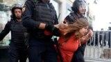 Полиция напала на участницу акции. Москва, 27 июля 2019 года