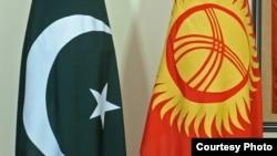 Флаг Кыргызстана и Пакистана.