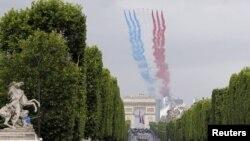 Tradiţionala paradă de Ziua căderii Bastiliei. Champs-Élysées, Paris