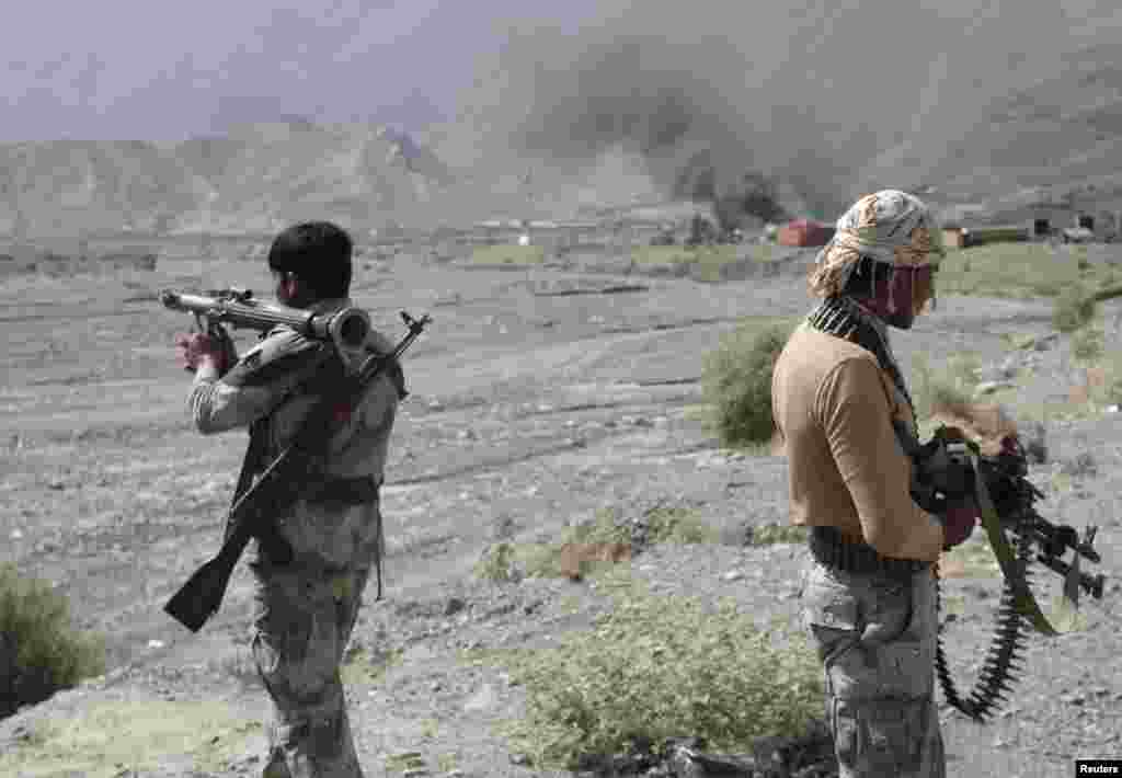 Afghan border police keep watch after a Taliban attack at Torkham district in Jalalabad Province. (Reuters)
