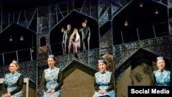 "Камал театры артистлары ""Үлеп яратты"" спектаклендә уйный."