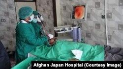 بیمار کووید-۱۹ در شفاخانه افغان جاپان در کابل