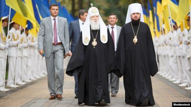 Патріарх Філарет (ліворуч) і митрополит Епіфаній під час відзначення Дня Незалежності України. Київ, 24 серпня 2013 року
