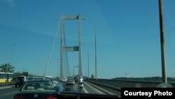 Мост через Босфор в Стамбуле. носящий имя Фатих