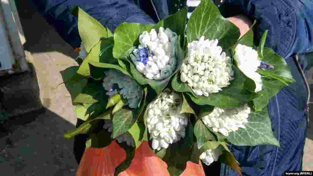 Aqyar bazarlarında farqlı çeçekler satılmağa başladı
