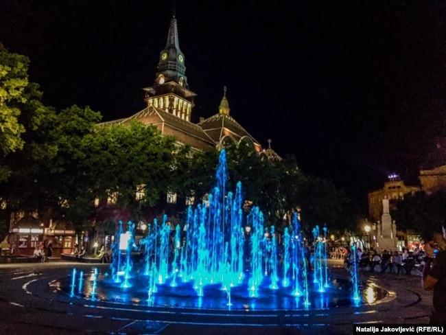 Nova fontana u centru Subotice koja je izgrađena 2020. godine. Ona je zamenila staru Zelenu fontanu, izgrađenu 1971. od žolnai keramike koja godinama, zbog lošeg održavanja, nije bila u funkciji.