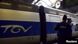 Una din gările Bruxelles-ului sub supravegherea polițiștilor...