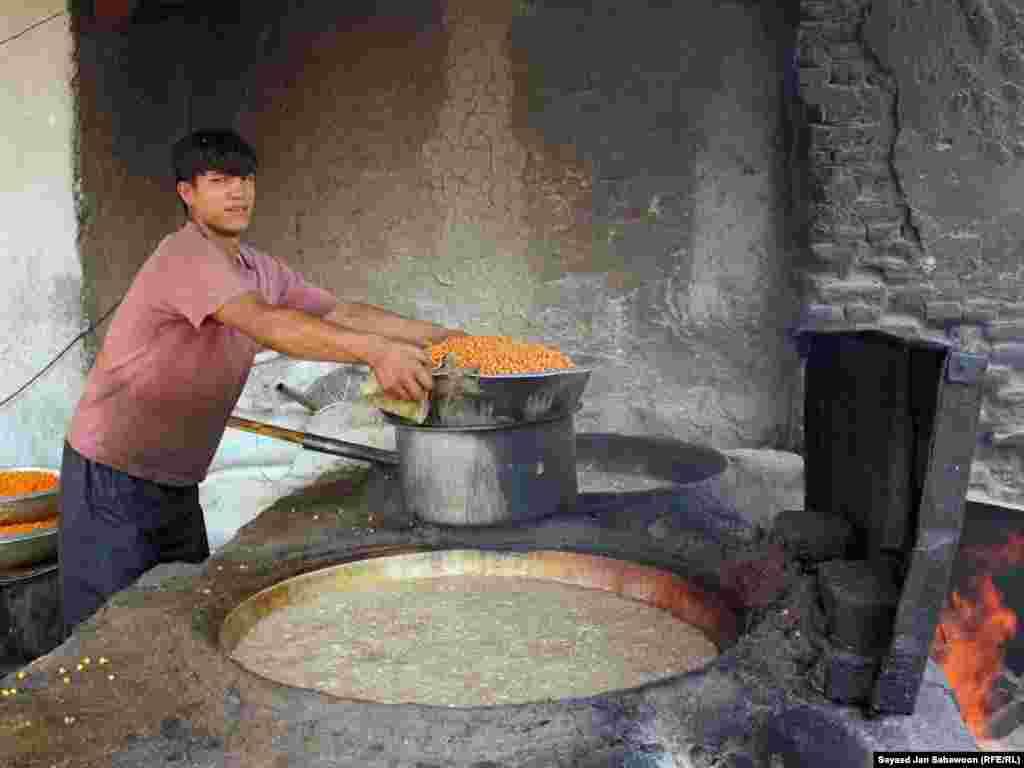 Афганистан. Приготовление сладостей идет полным ходом