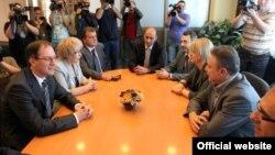 Лидерите на СДСМ и на ЛДП, Бранко Црвенковски и Андреј Жерновски.