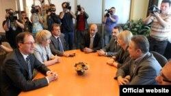 Лидерите на СДСМ и на ЛДП, Бранко Црвенковски и Андреј Жерновски ги почнаа разговорите за широка опозициска коалиција.