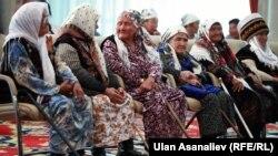 """""""Баатыр эне"""" сыйлыгын алган апалар, 15-май, 2015-жыл"""