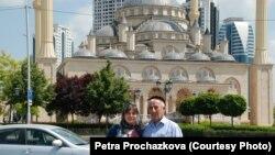 Чехин журналист Прохазкова Петра (Аьр) шайца болх бечу жигархочуьн майрачуьнца, Соьлж-гIала, Стигалкъекъа бутт, 2013