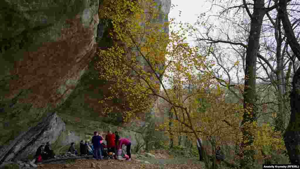 Короткий привал біля Алімового навісу. Археологи виявили тут кістки домашніх свиней 6-7 тисячоліття до н.е