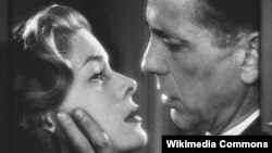 "Lauren Bacall dhe Humphrey Bogart, skenë nga filmi ""Dark Passage"" (1947)"