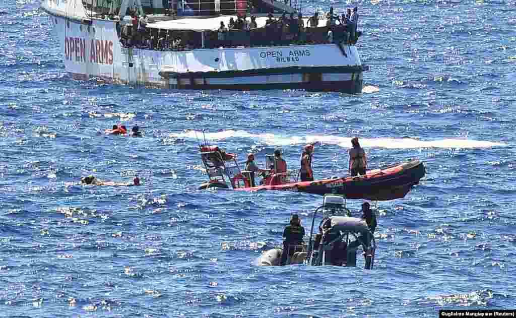 """Spasavali su ih zajedno italijanska obalska straža i posada španskog humanitarnog broda """"Open Arms"""""""