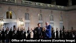 Presidenti i Francës, Emmanuel Macron dhe ai i Kosovës, Hashim Thaçi. Fotografi nga arkivi.