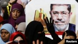 Выступление сторонников свергнутого президента Египта Мохаммеда Мурси. Каир, 1 ноября 2013 года.