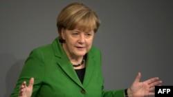 Ангела Меркел во Бундестагот, 18.11.2013