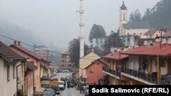 Dok jedni slave pobjedu, drugi se pribojavaju da li će Bošnjaci, oni koji su se vratili, početi ponovo da odlaze, Srebrenica