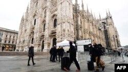 Իտալիա - Զբոսաշրջիկներ Միլանում, 2-ը մարտի, 2020թ.