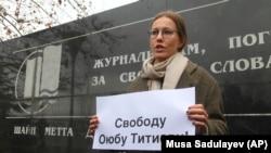 Rusiya prezidentliyinə namizəd olmuş Ksenia Sobchak Titiyev-ə azadlıq tələb edir, yanvar, 2018-ci il