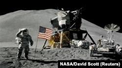 Космос -- Бутт, Iамеркан астронавт Ирвин Джеймс, Аполлон 15, Марсхьокху-беттан 1-ра де, 1971 шо.