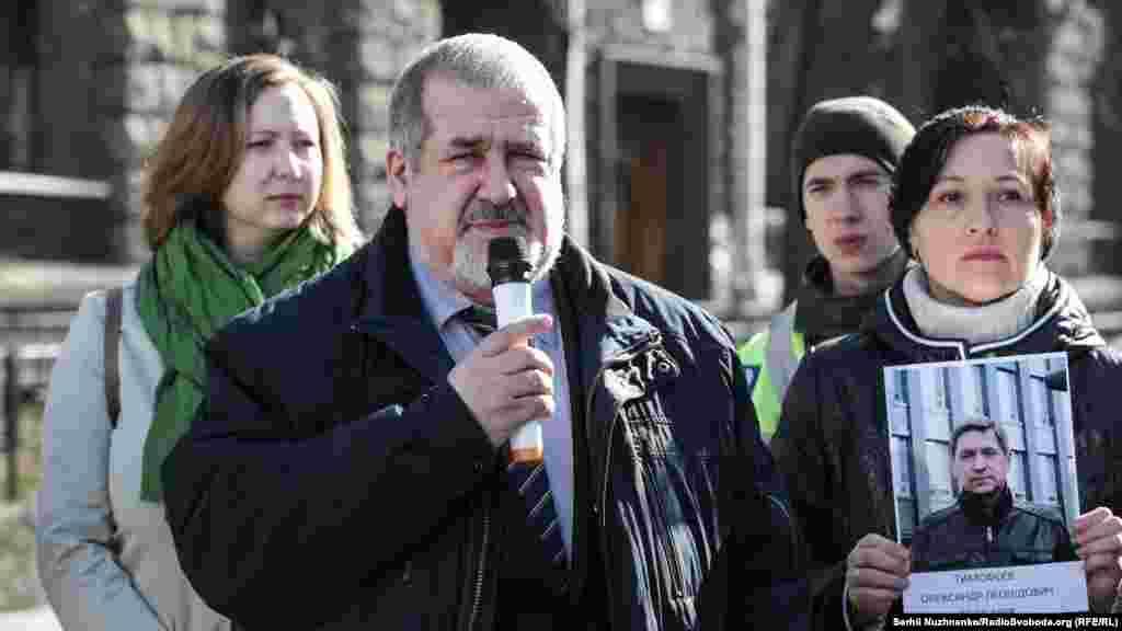 Участь в акції взяв і голова Меджлісу кримськотатарського народу Рефат Чубаров. Він також наголошував на необхідності створення Координаційної ради