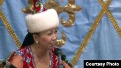 Айтыскер ақын Айнұр Тұрсынбаева. Қарауыл ауылы, Шығыс Қазақстан облысы, 15 қыркүйек 2011 жыл.