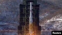 Запуск ракеты-носителя «Ынха-3» («Млечный путь-3») с космодрома Сохэ в провинции Пхёнан-Пукто.