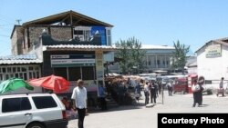 Hundreds of local Kyrgyz gathered in Aravan's central market to demand an investigation into a reported stabbing incident.