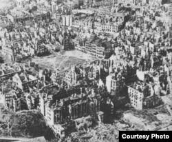 Varşavanın dağıdılmış qədim hissəsi